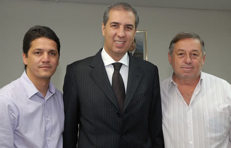 Prefeito visita vice-governador do estado com assessor do Governador